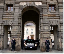 President George W. Bush�s limousine waits at Prague Castle as he meets with the Foreign Minister of the Czech Republic Wednesday, Nov. 20.  White House photo by Paul Morse